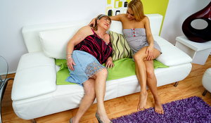 Hot and steamy old and young lesbians make bbw bj