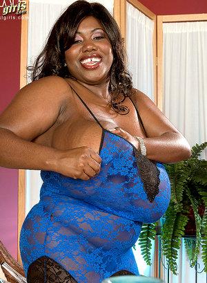 hot bbw porn black chick has really big tits!