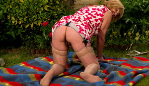 mercedes bbw mature lady playing in the garden